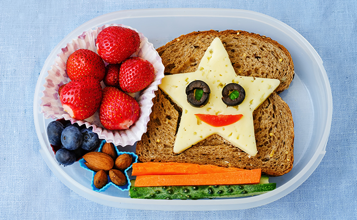 healthy lunch sandwich carrots berries nuts lunch box