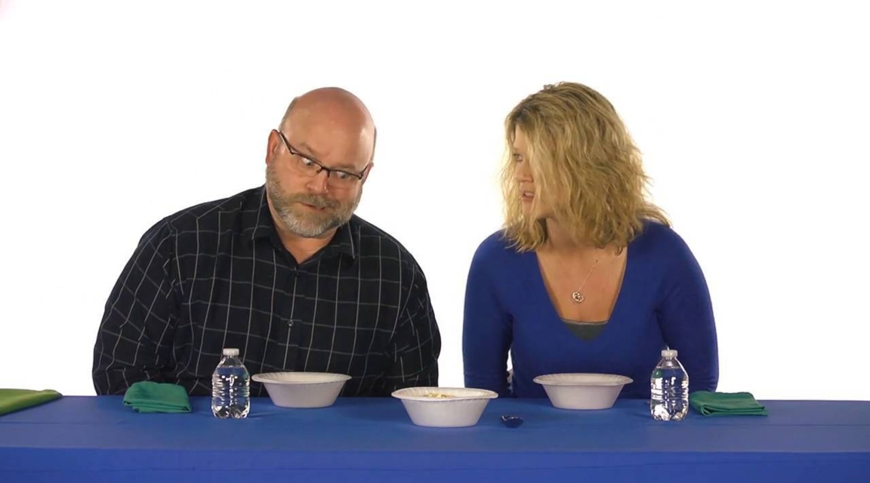 What does acai taste like?